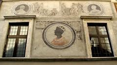 Via del Pellegrino (lam 09) Tags: rome roma window facade decoration finestra cinquecento 16thcentury decorazione facciata viadelpellegrino dwwg locandadeitrere