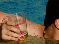 pool, beer and cigarettes #00 (Denise Telles) Tags: gua azul sarah amiga piscina cerveja feriado unhascoloridas
