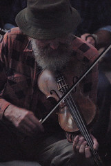 """The master"" (Stuart-Cohen) Tags: music man hat beard 5 australia violin bow nights fiddle canberra folkmusic act musican nationalfolkfestival australiancapitalterritory awardflickrbest bobmcguiness 5nightsexhibition"