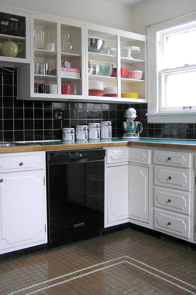 kitchen facelift=complete (kinda)