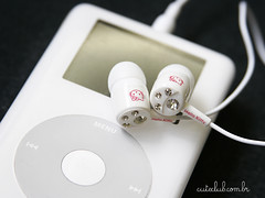 Kitty ear phone white (Gi  CuteClub) Tags: ipod hellokitty strass fonedeouvidohellokitty