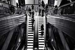Madeleine - Encore (philoufr) Tags: blackandwhite paris stairs subway noiretblanc mtro escalator madeleine escalier ratp canonpowershots90