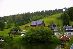 Kleines Dorf am See