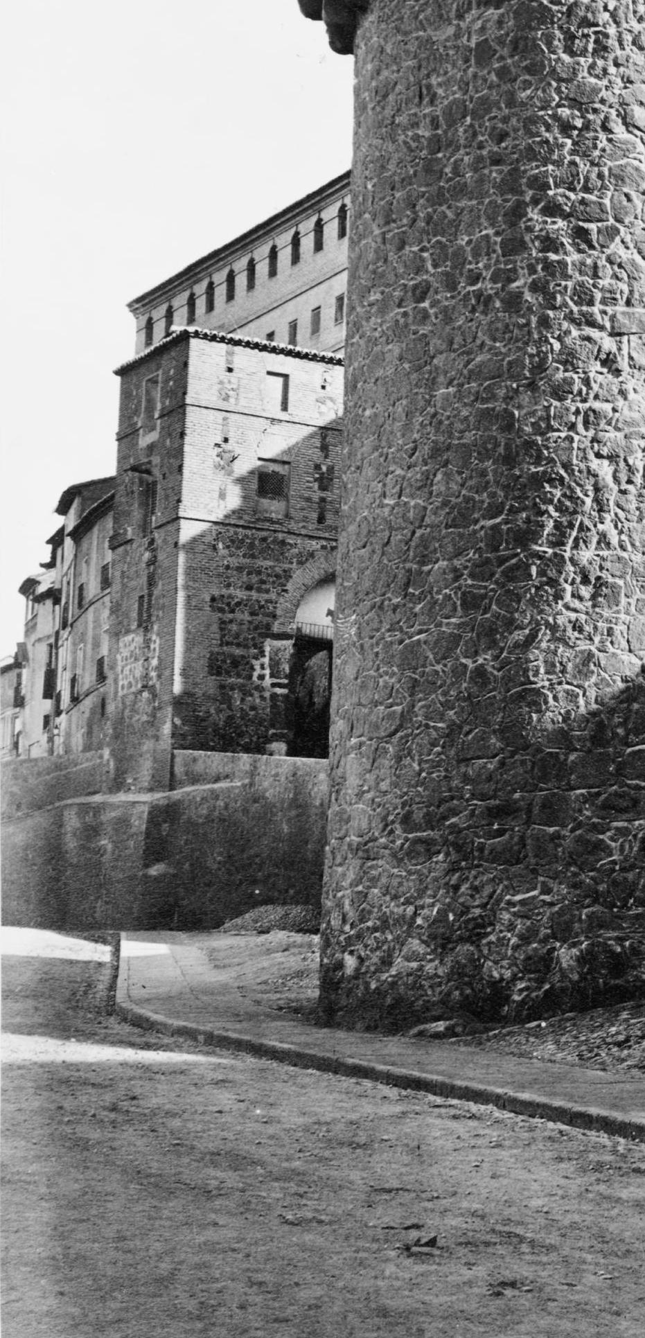 Puerta de Alarcones en el el siglo XIX. Fotografía de Jean Laurent (detalle)