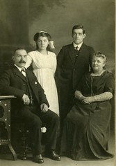 Image titled Andrew and Anne Brown family group shot 1912