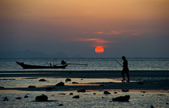 Sunset Fisherman - Koh Samui, Thailand (MikeBehnken) Tags: sunset beach thailand fishing fisherman fishermen dusk kohsamui beaches sunsetbeach kosamui sunsetting beachatdusk gulfofthailand thaiislands colorphotoaward goldstaraward goldstarphotos kohphangon beachesatsunset