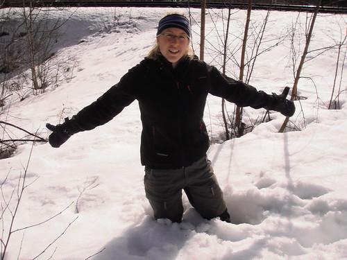 Anna i den djupa snön.