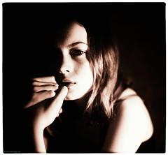 ** (pixelwelten) Tags: portrait woman white black art analog mediumformat photography fotografie kunst hamburg sensual medium format nah analogue emotional delicate intimate mittelformat intim sinnlich sinnliche nachhaltig pixelwelten emotionale rdigerbeckmann wwwpixelweltende beyondvanity jenseitsvoneitelkeit ruedigerbeckmann