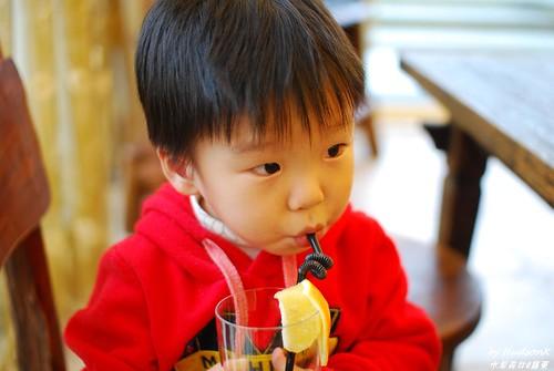 宇哥喝現打柳橙汁
