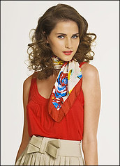 Red (sjaaltje1) Tags: scarf