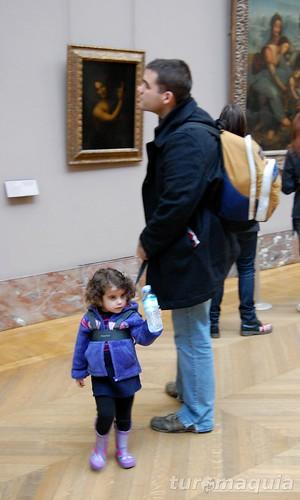 Museu do Louvre com crianças