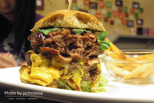 BBQ培根漢堡斷面
