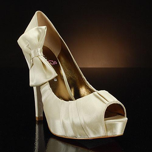 Comfortable bridal shoes from Paris Hilton