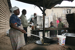 Woman cooking with Kimbo Oil (Micronutrient Initiative) Tags: africa woman kenya oil fortification vitamina 2007 kimbo micronutrient micronutrientinitiative