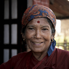 Fascino - sorrisi nepalesi (Helambu Valley - Nepal) (nepalbaba) Tags: nepal portrait smile lady charm sorriso 2008 ritratto signora fascino mywinners hip2bsquare concordians earthasia helambuvalley nepalbaba allegrisinasceosidiventa gigilivornosfriends