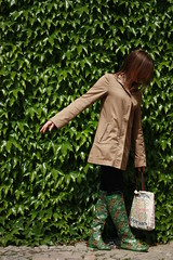 (pollosaurio) Tags: park green girl leaves raincoat wellies