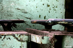 To turn the screw (LiesBaas) Tags: orange green yellow screw photo pix groen foto colorphotography picture turqouise pic tint stuff geel handels handles oranje bruin colourphotography draaien tinten kleurenfotografie liesbaas dagjemetpieterenakbar toturnthescrewbyliesbaas turkwaas oudemeukoude spullenoude machinesmachineold