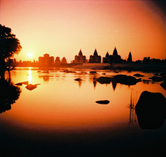 Cenotaphs  Orchha (Jules1405) Tags: world travel india landscape lomography asia cross mini diana processing asie inde pradesh orchha madhya traitement reflectionsoflife cenotaphs croise chhatri lovelyphotos jules1405 unseenasia cenotaphes