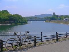 岡山城とTREK 7.3FX