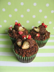 hedgehog cupcakes (Maria Olejniczak) Tags: las apple forest cupcakes cupcake toadstool hedgehog jabko je grzybki muchomor babeczki muffiny jeyki mufinki mariaolejniczak