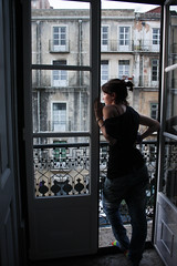 LIS | Balcn II (wolf in paris ) Tags: door light luz portugal window girl look see daylight stand sock day chica looking lisboa lisbon balcony air think watch down dia attractive stare ponytail shoulder staring balcon hombro pensative portugal2010