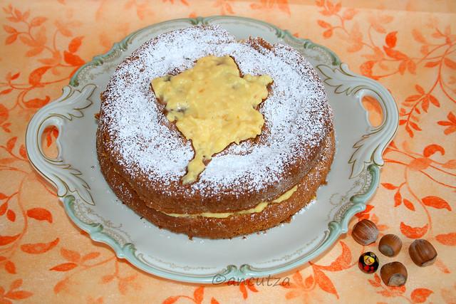 Foto Torta soffice di nocciole alla crema pasticcera