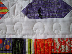 joyluck (oregonsurfers) Tags: halloween quilt moda schnibbles freemotionquilting