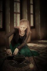La sorcière (florence.V) Tags: france photoshop petitdelire texture sorciere magie preparation musicphoto