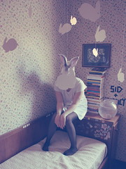 (_acido) Tags: light shadow white vintage paper soft 21 room fat sid nancy hate whiterabbit canoneos450d