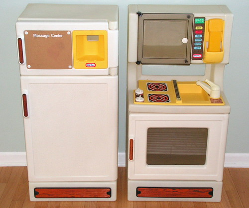 Vintage Little Tikes Kitchen stove fridge. $15.00/for both