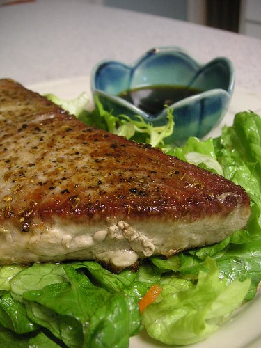 Seared tuna w/ dipping sauce