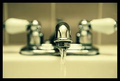 Washbasin's bokeh (Giovanni Gori) Tags: california water losangeles nikon bokeh pipes tubes acqua bagno lavatory washbasin lavandino bokehlicious d700 flickraward flickrestrellas nikkor2470mmf28g giovannigori
