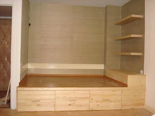 Подиумная кровать с ящиками