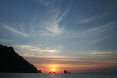 Krabi Sunset. (konstantynowicz) Tags: sunset sea sky sun beach thailand asia east fareast far krabi justclouds mygearandmepremium mygearandmebronze mygearandmesilver