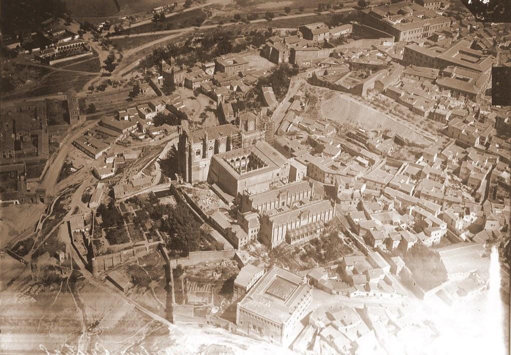 Foto aérea del Monasterio de San Juan de los Reyes a inicios del siglo XX