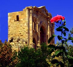 Rose Arch - Jerash (Mark Tenney) Tags: hot ruins amman middleeast nikond50 jordan jerash decapolis gerasa kingdomofjordan jubilationjazz