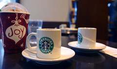 starbuck X-Mas time! (Mercredy) Tags: christmas xmas red white green cup tasse coffee caf rouge lyon time tea spoon wait rest blanc enjoyment joie saucer verte repos cuillre starbuck th attente soustasse