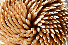 Spiral of toothpicks (Juan Antonio Cap) Tags: wood madera pattern background surface textures toothpicks chopsticks fondo texturas superficie tandenstokers palillos patrn zahnstocher stuzzicadenti mondadientes krdan tandpetare palitosdedente curedents escuradents tannstnglar  scobitori   wykaaczki