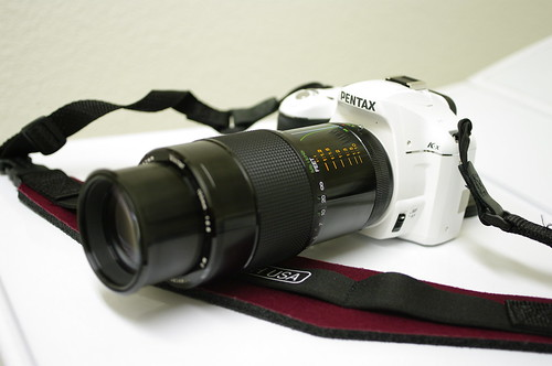 pentax k-x white and vivitar 100mm f/2.8 1:1 macro kiron