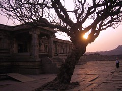 607. Hampi(25): Sunset of the Empire (profmpc) Tags: sunset temple ruins defeat extinction symbolic hampi vijayanagara vijayavittala krishnadevarayar sadasivarayar