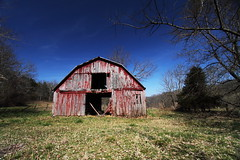 exposed (windybug) Tags: old red weather barn rural canon day ar clear worn arkansas 1022mm redbarn 964 newtoncounty canonefs1022mm canon1022mm erbie 50d winrich canon50d regionwide
