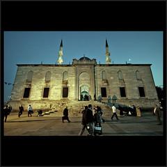 Yeni Mosque Night Shot (m@tr) Tags: canon turkey trkiye sigma istanbul turquia estambul yenicamii mezquitanueva yenimosque canoneos400ddigital mtr sigma1020mmexdc rtempaa beyondthefaith marcovianna yenimosquenightshot
