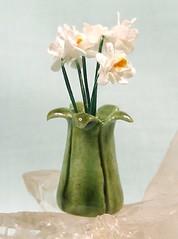 curly leaf vase
