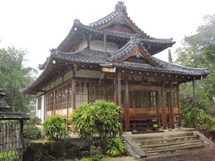 Japanese tea house in the rain, Tenri Cultural Center, Honolulu (Joel Abroad) Tags: architecture japanese hawaii honolulu newreligion tenri tenrikyo