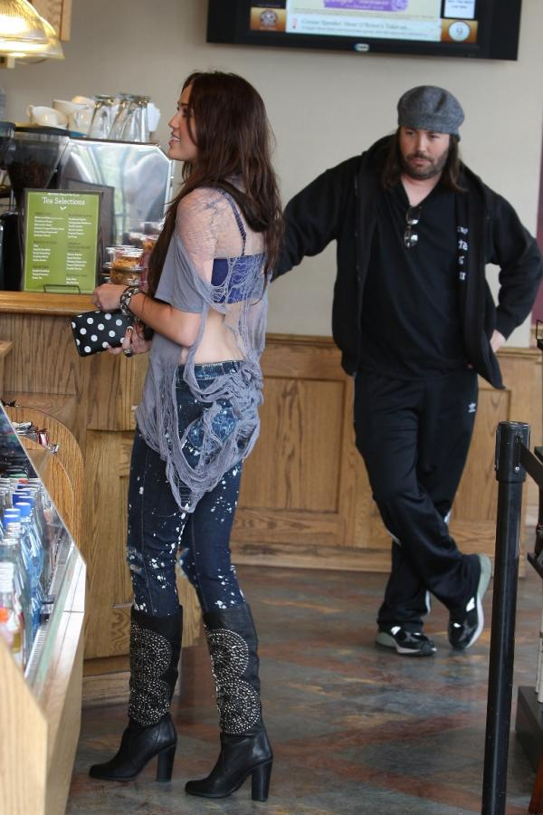 miley-cyrus-paint-splattered-jeans-coffee-bean