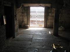 Empty Perumal sanctum (by Raju's Temple Visits)