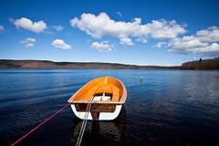 Sunny day (Håkan Dahlström) Tags: blue sky orange lake azul clouds boat skåne blauw day cloudy sweden blu creative commons bleu cc sverige blau f56 2010 västersjön ef1740mmf4lusm canoneos5dmarkii ¹⁄₆₄₀sec