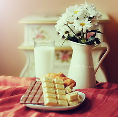 Bon giorno principessa!!! (www.juliadavilalampe.com) Tags: pink flowers stilllife milk chocolate bodegn getty milka leche romantico gettyimages escena chaulafanita juliadavila juliadavilalampe