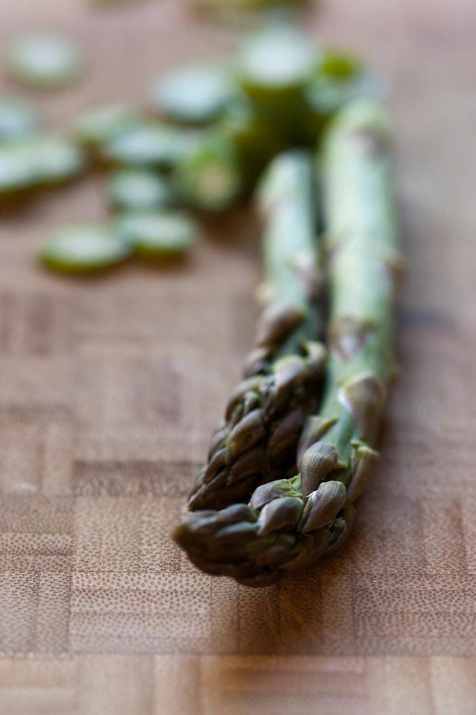 Slicing asparagus