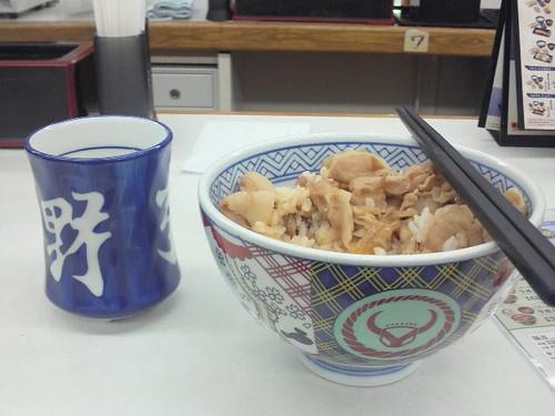 managed to get back finally. eating supper at Yoshinoya now, buta don (pork rice).